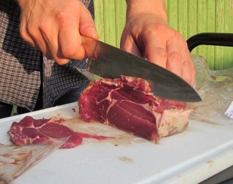 صورة تفسير حلم تقطيع اللحم النيء , حلمت باللحم النئ