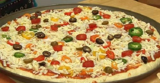 صورة طريقة عمل البيتزا بالصور خطوة خطوة , البيتزا الذ واشهي الاكلات