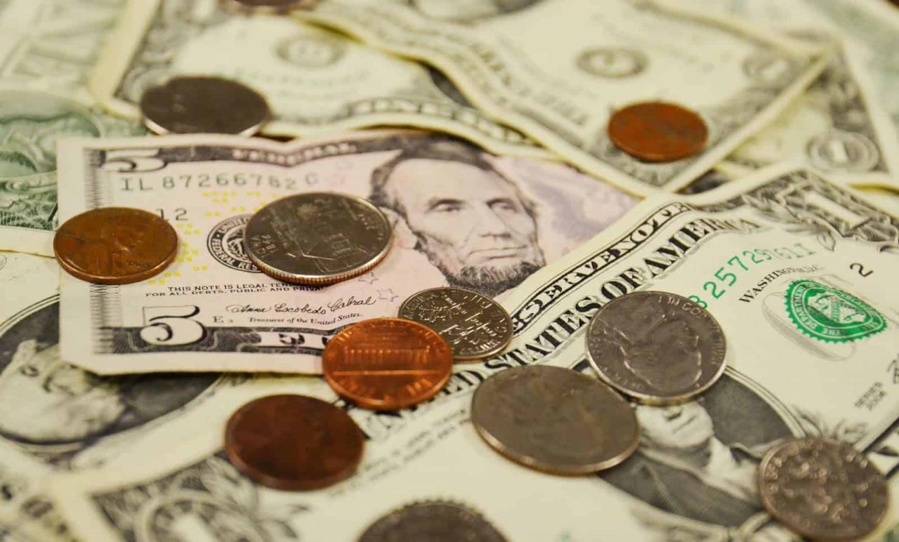 صورة اعطاء النقود في المنام , تفسير من يعطي فلوس بالحلم