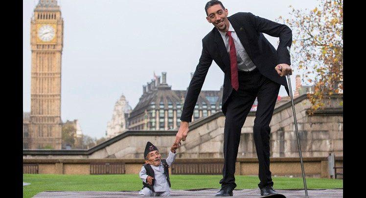 صور اطول رجل في العالم واقصر رجل في العالم , تعرف على اكثر رجل طولا وايضا اقصرهم بالعالم