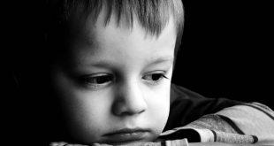 صورة صور اطفال حزينه , شكل الطفل وهو حزين