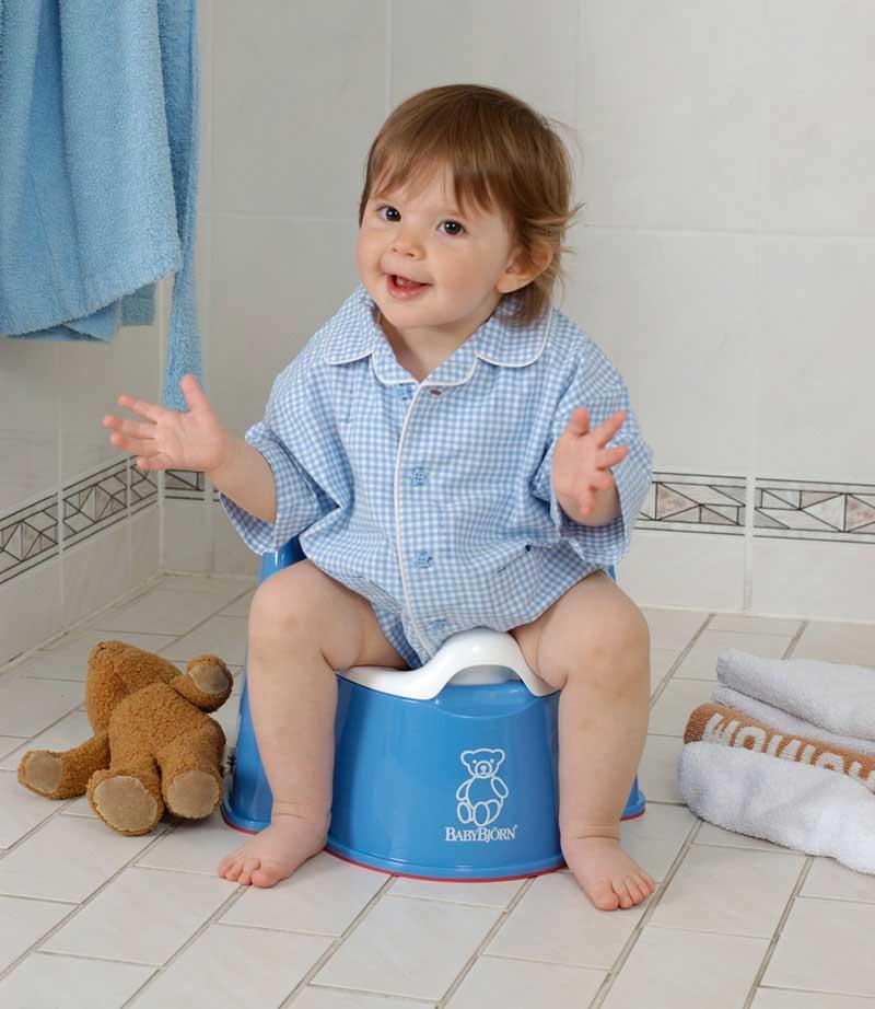 صورة تربية وتنشأة , تعليم الطفل دخول الحمام 12596 1