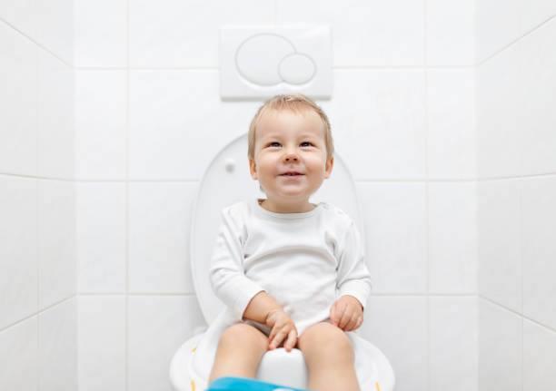 صورة تربية وتنشأة , تعليم الطفل دخول الحمام 12596 2
