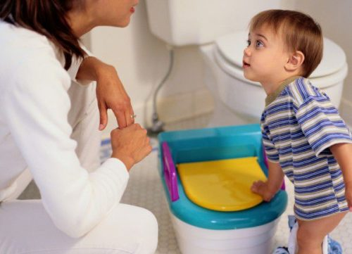 صورة تربية وتنشأة , تعليم الطفل دخول الحمام 12596 6