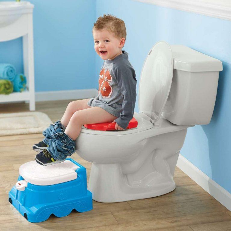 صورة تربية وتنشأة , تعليم الطفل دخول الحمام